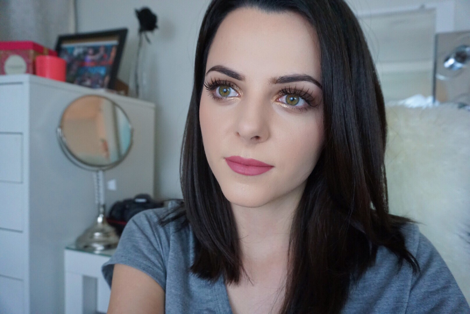 Simple Glitter Eye Look